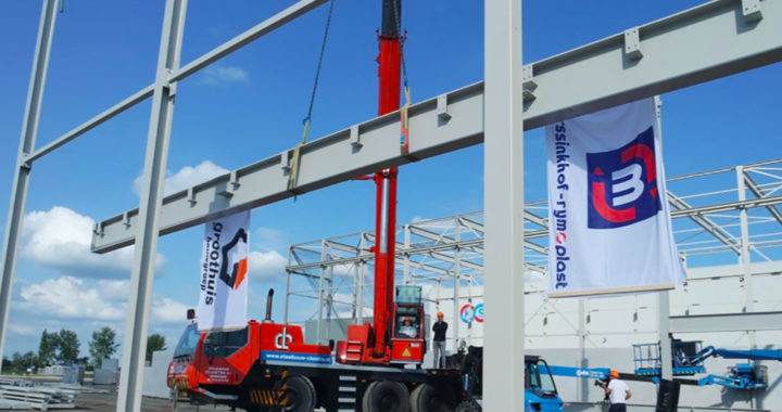 Nieuwe fabriek Morssinkhof Plastics Heerenveen bereikt hoogste punt