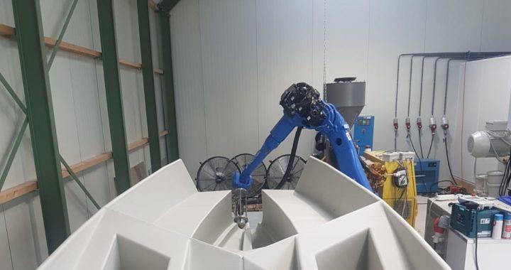 Unieke 3D geprinte sloep van gerecycled kunststof uit Friesland
