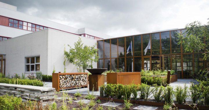 Restaurant Wannee kookt met eetbare plantenmix van Snoek Puur Groen en Lageschaar Vaste Planten